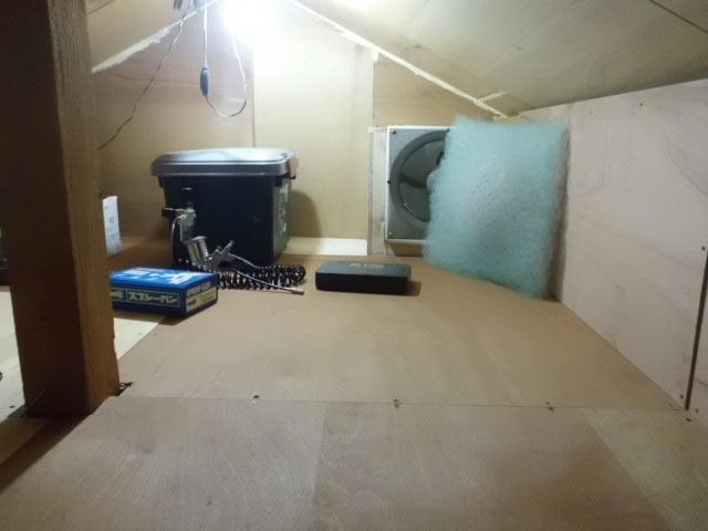 屋根裏塗装ブース